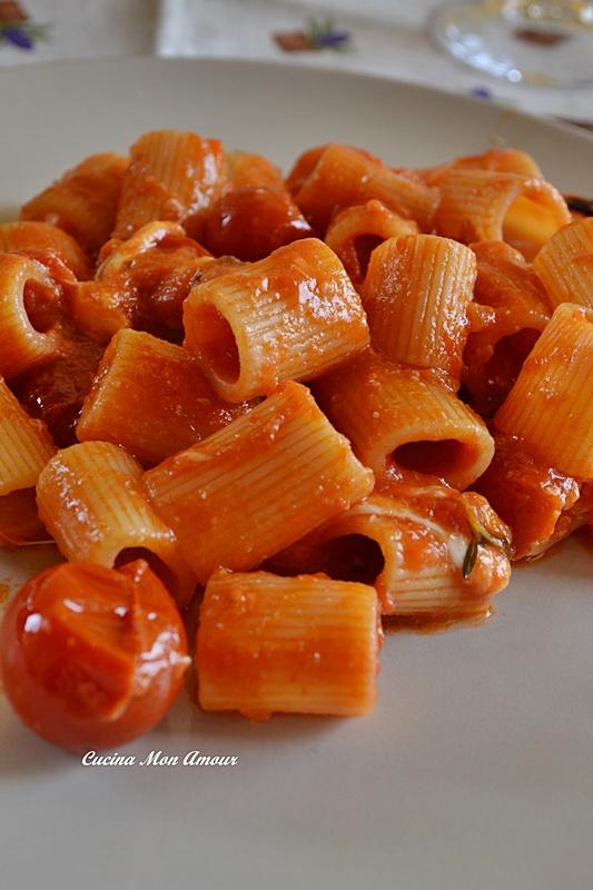 Mezze Maniche con Pomodorini e Burrata
