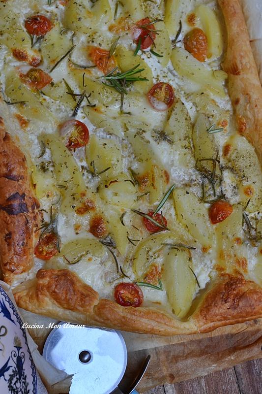 Sfoglia con Patare Mozzarella Pomodorini e Rosmarino