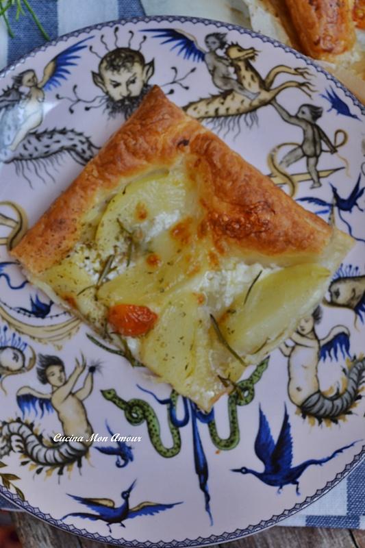 Sfoglia con Patate Mozzarella Pomodorini e Rosmarino