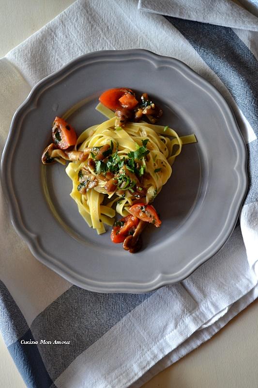 Fettuccine ai Funghi chiodini e pomodorini